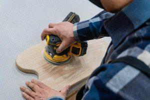 Najbolje se brusilnik obnese prav pri zaključni obdelavi lesene površine